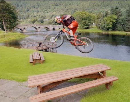 2017-06-14 21_09_22-Danny MacAskill_s Wee Day Out - YouTube